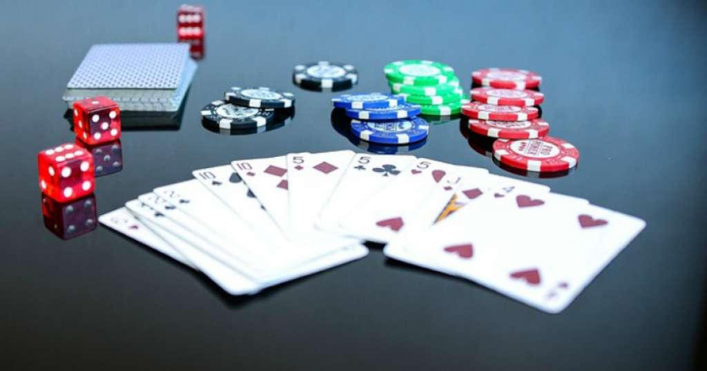 Mengecoh Lawan Saat Bermain Game Poker Agar Menang
